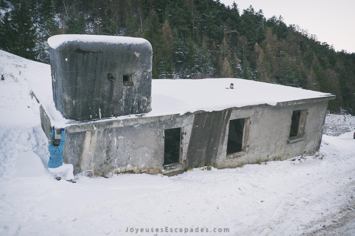 ancien blockhaus d'observation et de défense effondré